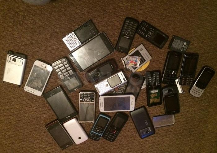 Старые мобильные телефоны обычно хранят про запас. / Фото: call-store.ru
