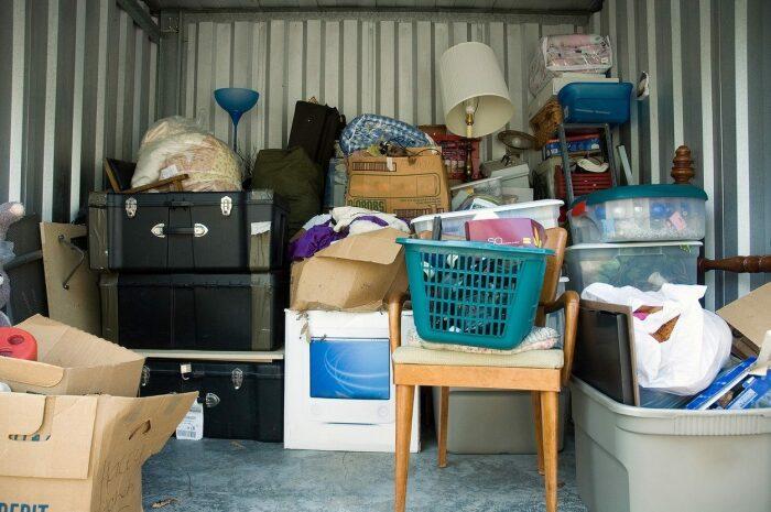 Не стоит хранить старые вещи. / Фото: mudriesoveti.ru
