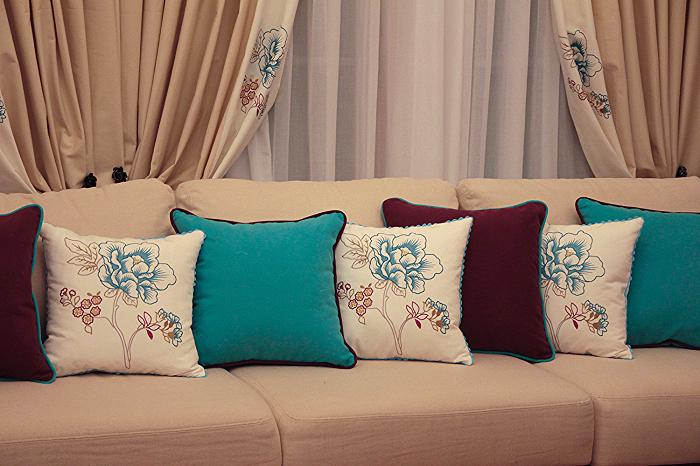 Красивые подушки привлекают взгляд. / Фото: static.wixstatic.com