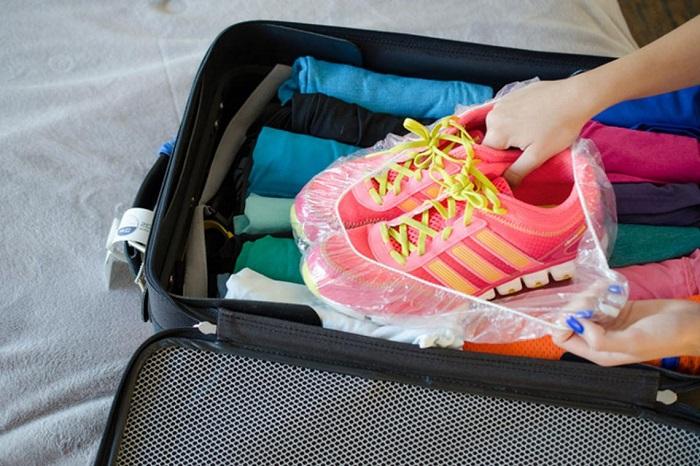 Чехол для обуви из шапочки для бассейна. / Фото: stayathomemum.com.au