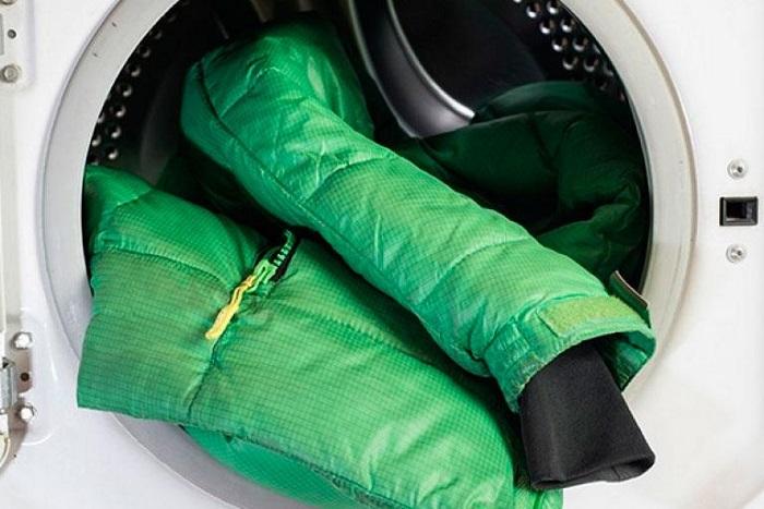 Для стирки курток нужен специальный водонепроницаемый раствор. / Фото: nicedeck.ru