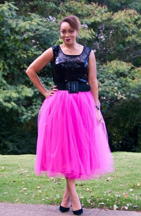 Фатиновую юбку на резинке могут носить молодые девушки, но не зрелые женщины. / Фото: strlan.ru