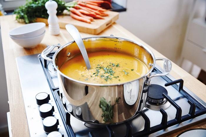 Как только кастрюля с супом остынет, ее сразу нужно ставить в холодильник. / Фото: yar.mk.ru