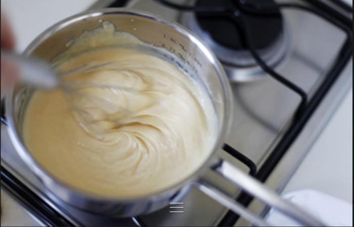 Если крем жидкий, его нужно доварить. / Фото: svadba1000.ru