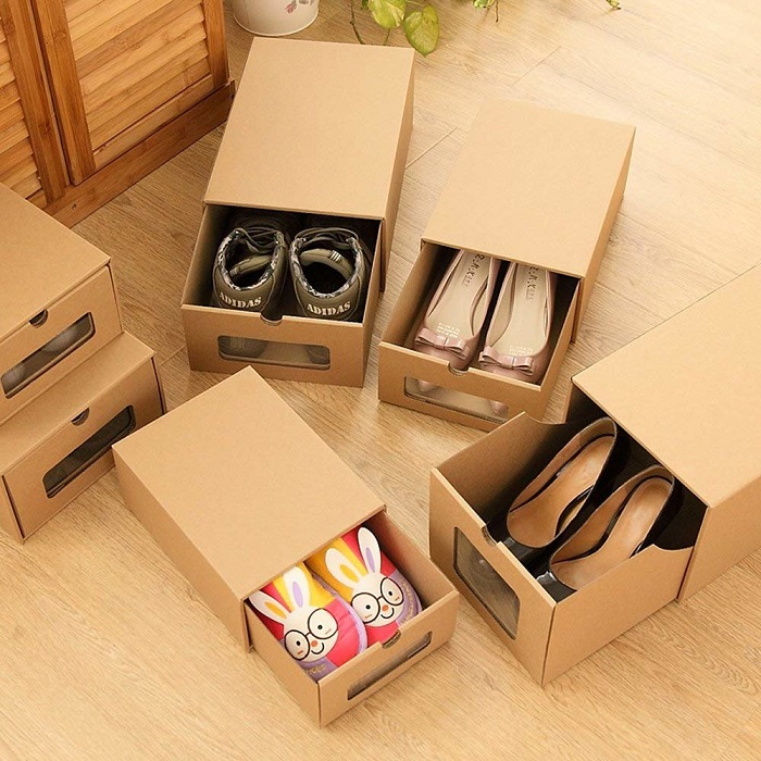 Самый простой вариант - хранить обувь в коробках. / Фото: svekrovi.net