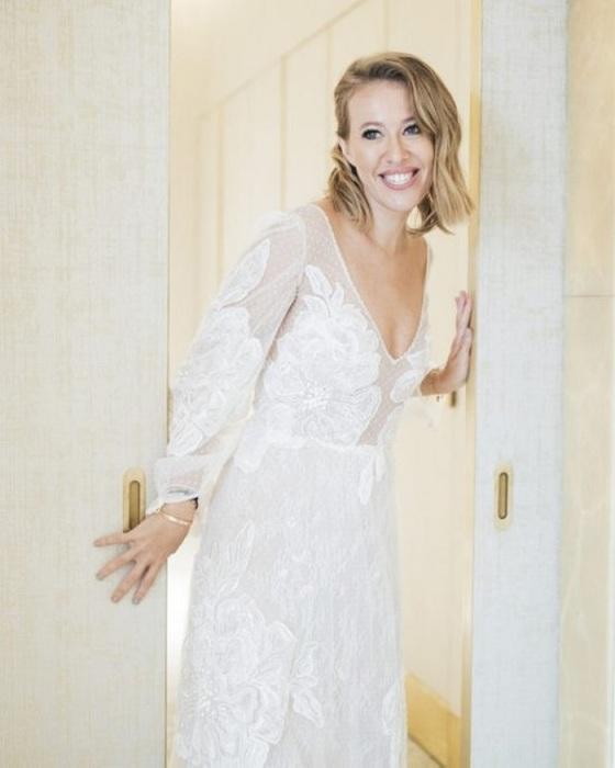 Свадебное платье для росписи от от греческого дизайнера Христоса Костареллоса. / Фото: tatler.ru