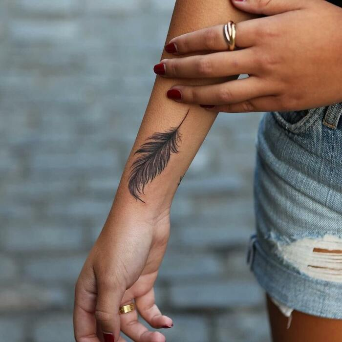 Татуировку на руке можно сделать в любом возрасте. / Фото: myglamour.ru
