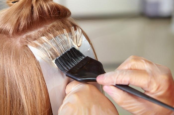 Окрашивать волосы в один тон, а потом заново делать мелирование не нужно. / Фото: the-hairs.ru
