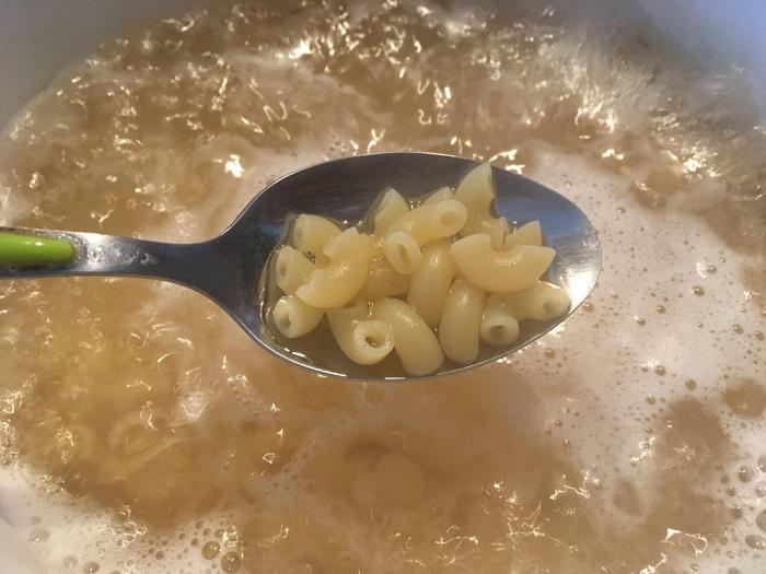 Крахмал, содержащийся в макаронном отваре, имеет много положительных свойств. / Фото: timeundersun.com