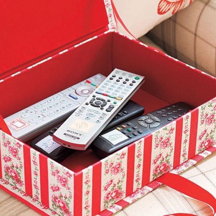 Шкатулку для пультов можно сделать из обувной коробки. / Фото: tomosiha.ru