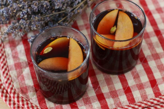 В этом глинтвейне яблоки используются вместо цитрусовых. / Фото: topcheff.ru