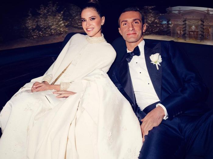 Дарья в платье-кейпе от Valentino и Ставрос в классическом смокинге. / Фото: top.st