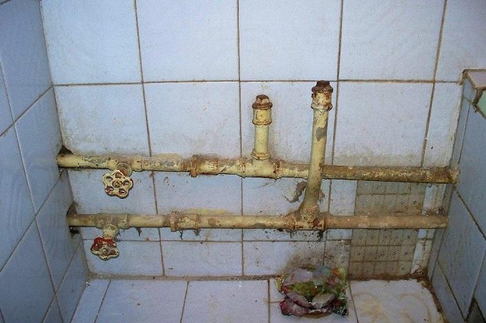 Если трубы в плохом состоянии, их нужно сразу заменить. / Фото: gidroguru.com