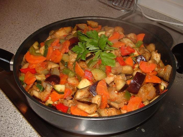 Если овощи будут долго тушиться, они потеряют полезные свойства. / Фото: instacook.me