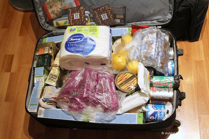 Чтобы сэкономить, туристы берут с собой в путешествие еду. / Фото: u-mama.ru