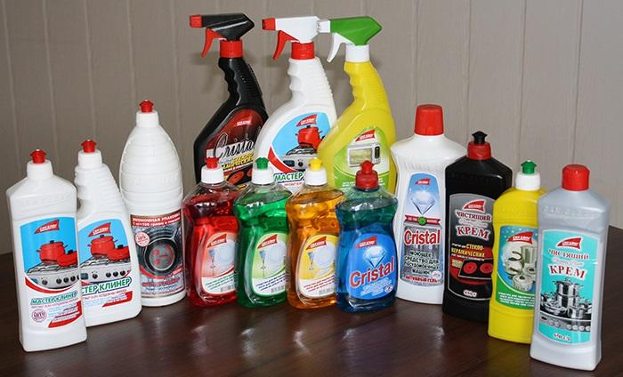 Бытовая химия существенно облегчит уборку. / Фото: ua.all.biz