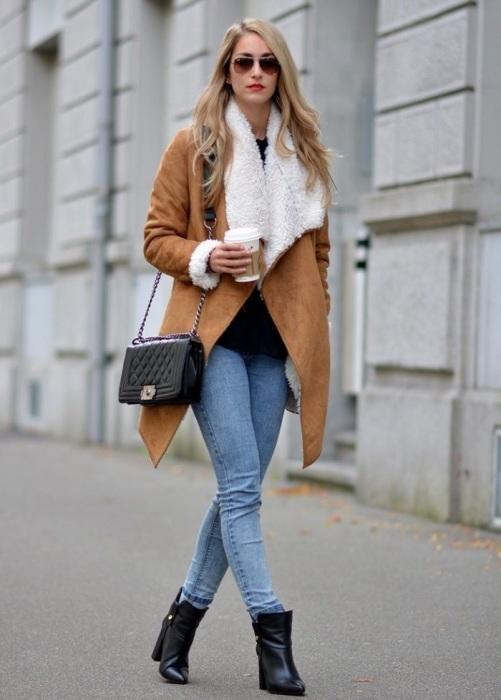 Сочетание голубых джинсов и черной обуви давно вышло из моды. / Фото: uduba.com