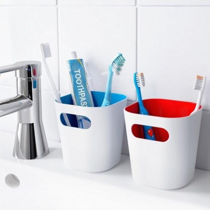 Зубная щетка должна меняться раз в 3 месяца, а зубная паста - раз в год. / Фото: vannajainfo.ru