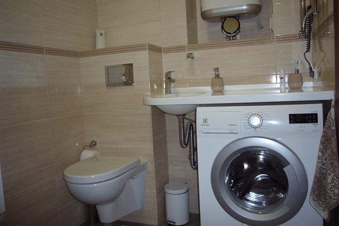 Нельзя закрывать стиральную машинку сразу после стирки. / Фото: dizajnintererov.com