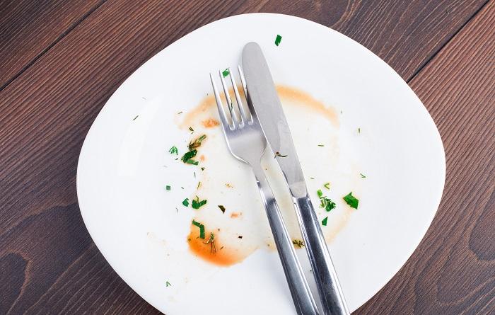 Даже если блюдо не нравится, в России принято доедать его, если человек в гостях. / Фото: vapeadept.ru
