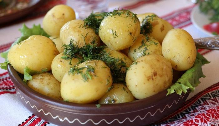 Картофель в мундире полезнее жареного. / Фото: obedvdom.ru