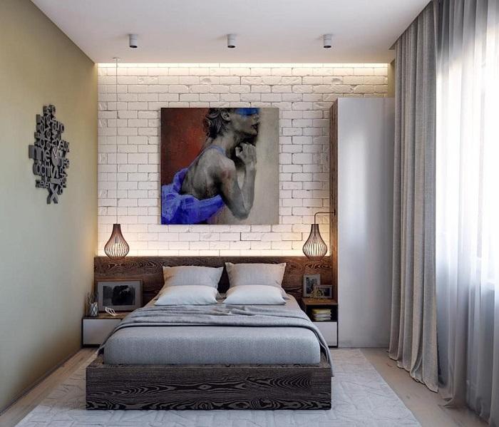 Картина стала яркой деталью в спальне. / Фото: vasha-stroika39.ru