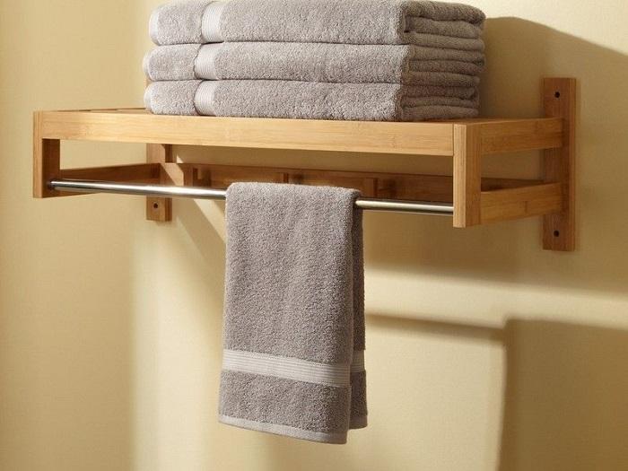 Можно купить обысную полку или с перекладиной для сушки полотенца. / Фото: vdome.club