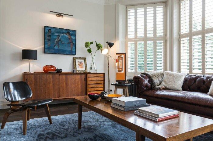 Ретро-мебель смотрится хорошо в лаконичном интерьере. / Фото: mykaleidoscope.ru