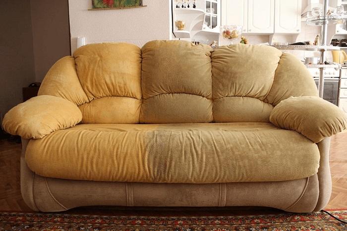 Если мебель изменила цвет, нужно обратиться к клинеру. / Фото: kliningovyj-raj.ru
