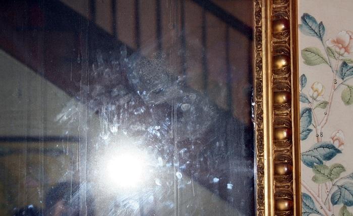 На зеркалах сильно заметны отпечатки пальцев. / Фото: blogspot.com