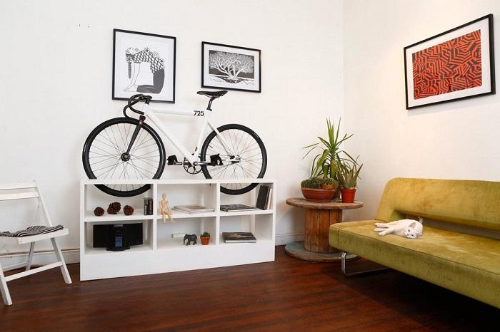 Поставьте велосипед на стеллаж. / Фото: bravedefender.ru
