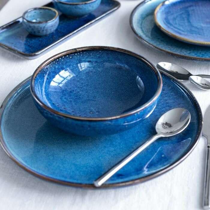 Красивую посуду, которая используется раз в год, лучше хранить не на кухне. / Фото: shyhome.ru