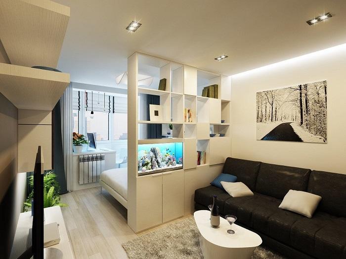 Комнату можно разделить на зоны при помощи открытого стеллажа. / Фото: vestnikao.ru