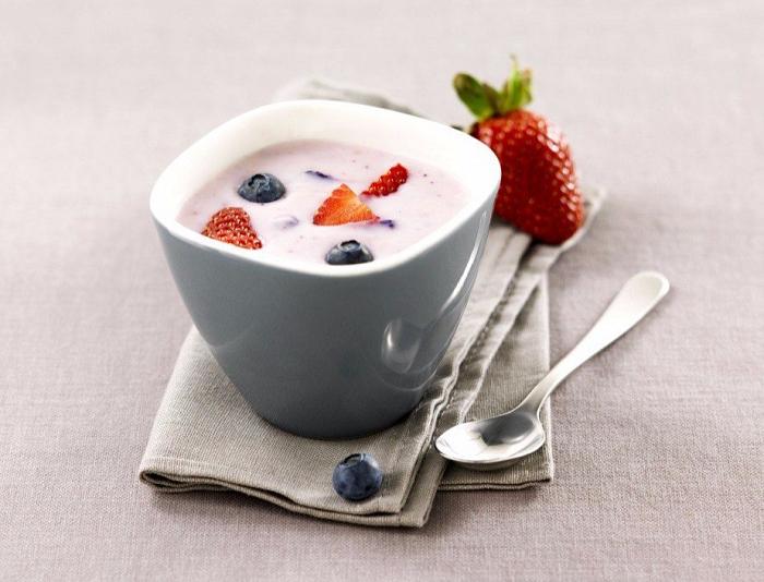 Йогурт можно есть только после основного приема пищи. / Фото: vibiraite.ru