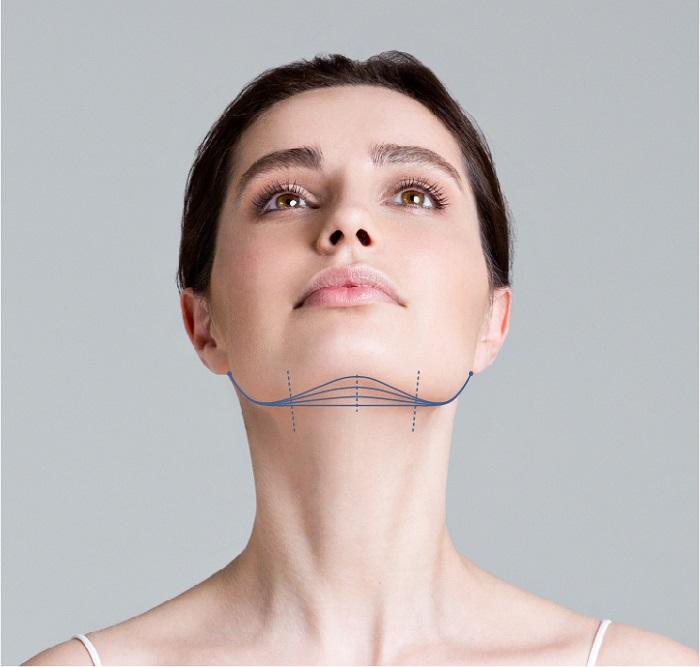 Про шею часто забывают, из-за чего она отличается по цвету от лица. / Фото: videoplastica.ru