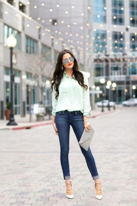 В моде синий джинсы-скинни. / Фото: viscawedding.com