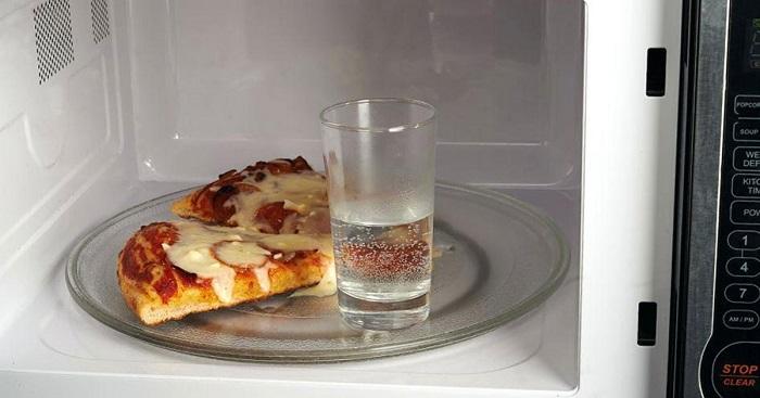 Вода при испарении сделают пиццу очень мягкой. / Фото: vodakanazer.ru