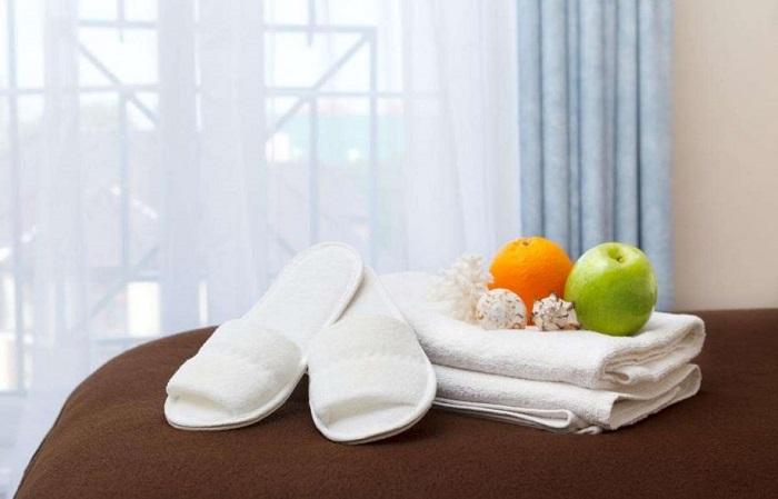 Тапочки и полотенце большинство туристов забирают из номера отеля. / Фото: vokrugsveta.ua