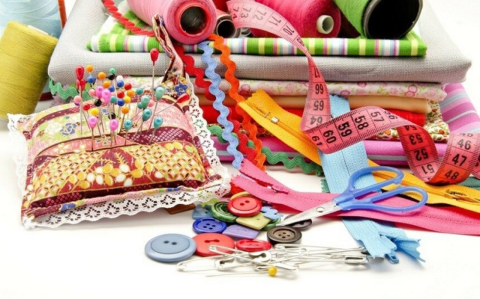 Инструменты и материалы для шитья. / Фото: volok-cso.ru