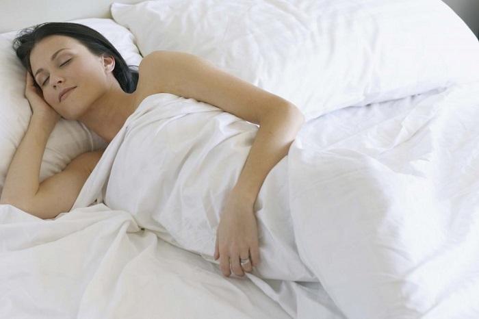 Под тонким одеялом сложнее будет заснуть. / Фото: vyboroved.ru