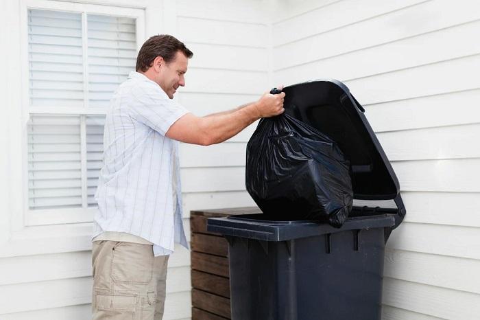 Соберите мусор и отдайте мужу в удобном пакете. / Фото: tainy.net