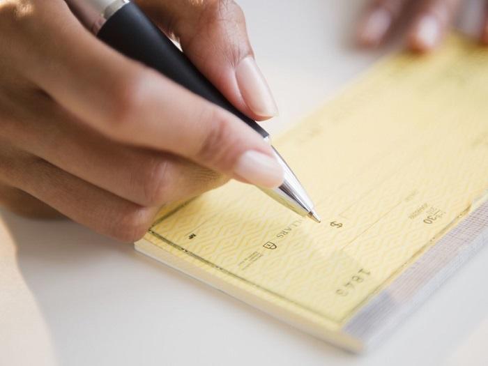 Европейцы выписывают чек, чтобы их друзья сами купили себе подарки. / Фото: fishki.net