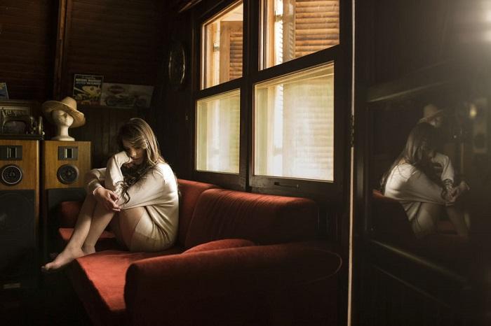 Каждый угол квартиры напоминает вас о чем-то плохом. / Фото: wallhere.com