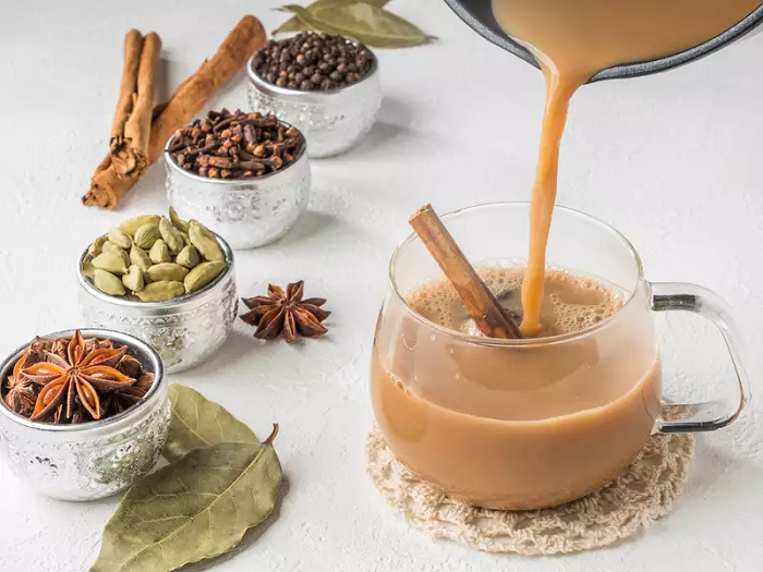 Чай масала готовится на основе молока и специй. / Фото: wday.ru