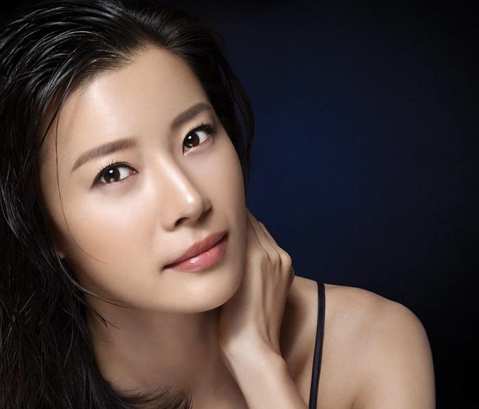 Азиатки наносят минимум макияжа. / ФОто: womans.ws