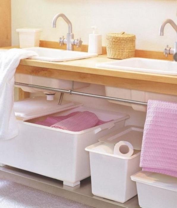Под раковиной можно поставить небольшие коробки для полотенец. / Фото: yutnidom.blogspot.com