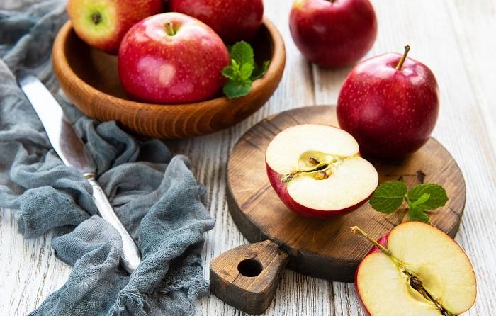 Яблоки могут обрабатывать запрещенным веществом дифениламин. / Фото: <br>goodfon.ru