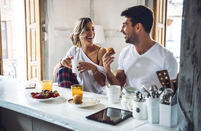 Пара предпочитает проводить время дома вдвоем, без гостей. / Фото: elle.ru