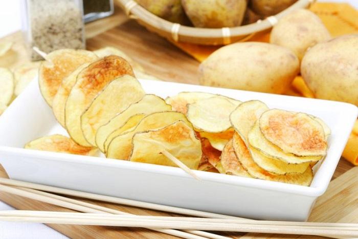 Приготовление картофельных чипсов - заслуга придирчивого клиента. / Фото: zdorov-today.ru