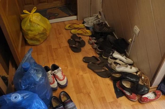 Обувь в прихожей не должна стоять на видном месте. / Фото: zen.yandex.ua